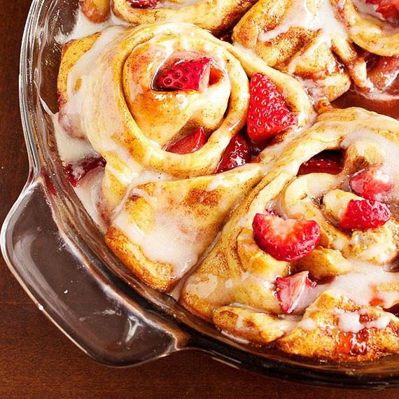 Strawberry Cinnamon Rolls 4