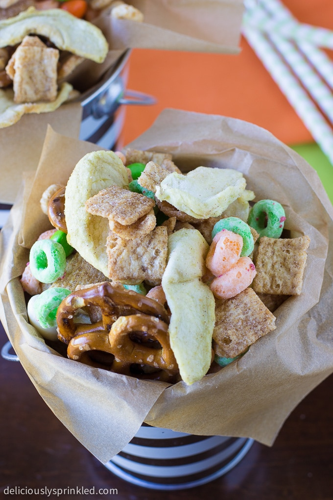 My favorite fall snack is this Apple Chips Snack Mix, perfect for fall. Recipe by deliciouslysprinkled.com