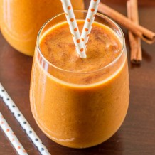 A easy to make skinny Pumpkin Spice Smoothie. Recipe by deliciouslysprinkled.com