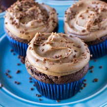 Chocolate Cupcakes with Milk Chocolate Buttercream Frosting. Recipe by deliciouslysprinkled.com
