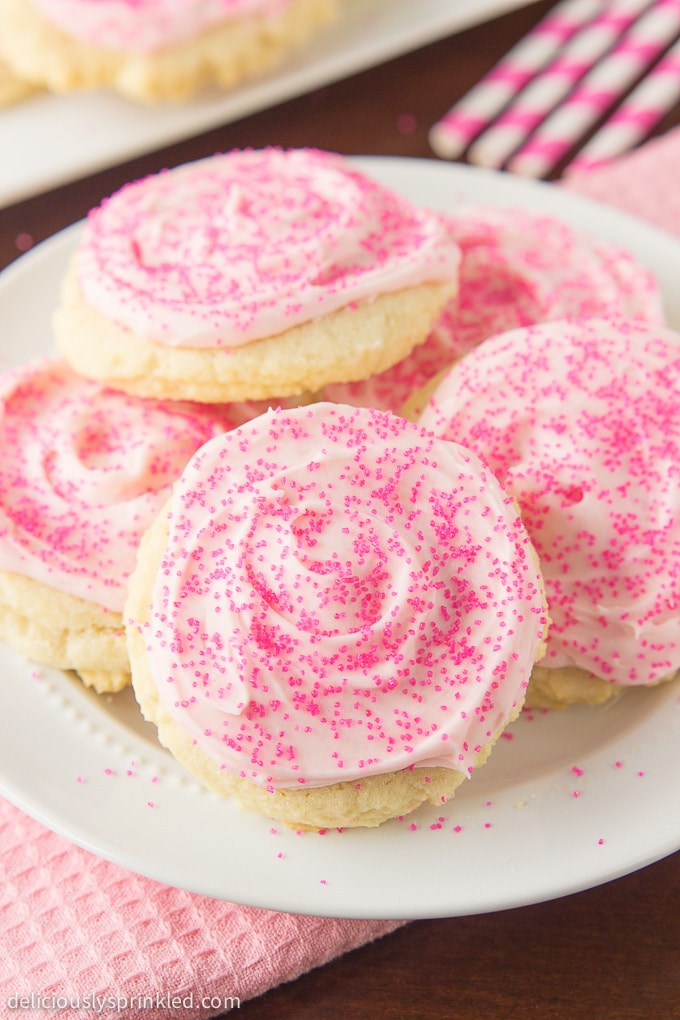The best frosted sugar cookie recipe with buttercream frosting. Recipe by deliciouslysprinkled.com