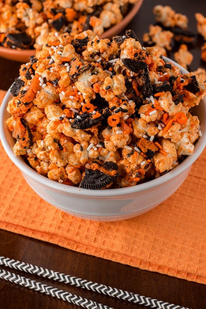 Orange Oreo Popcorn perfect snack. Recipe by deliciouslysprinkled.com