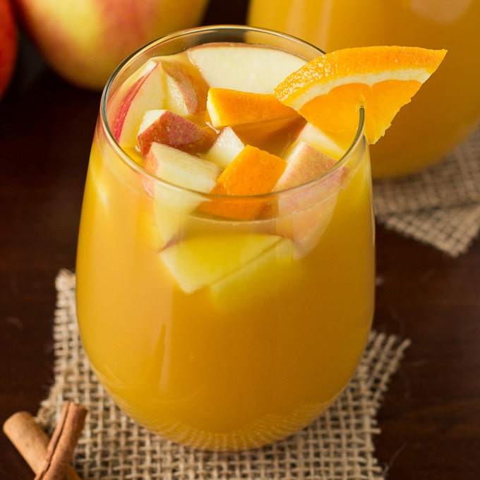 My favorite Hot Citrus Apple Cider drink for the holidays. Recipe by deliciouslysprinkled.com