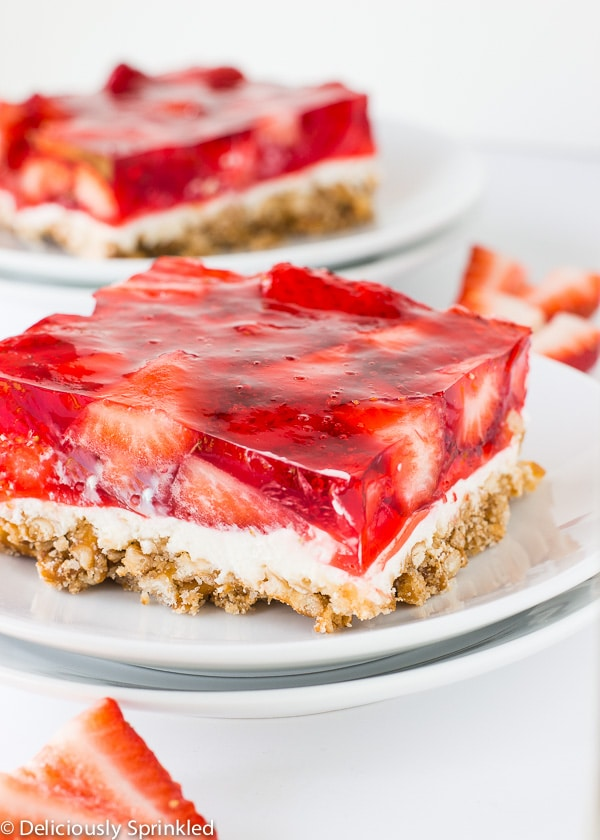 Deliciously Sprinkled » Strawberry Pretzel Bars » Print