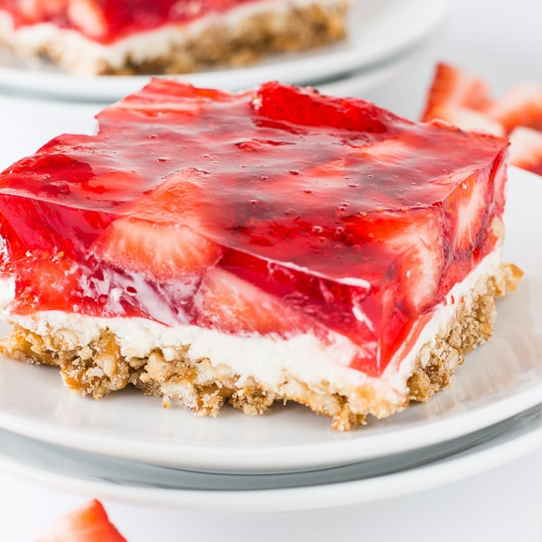 Strawberry Pretzel Bars | Deliciously Sprinkled