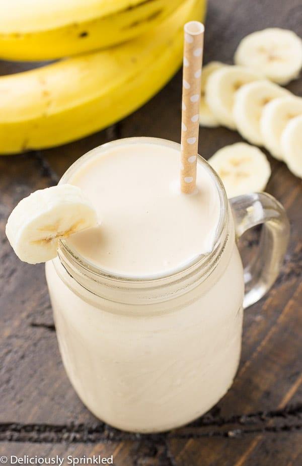 Banana Smoothie Recipe with Yogurt and Almond Milk