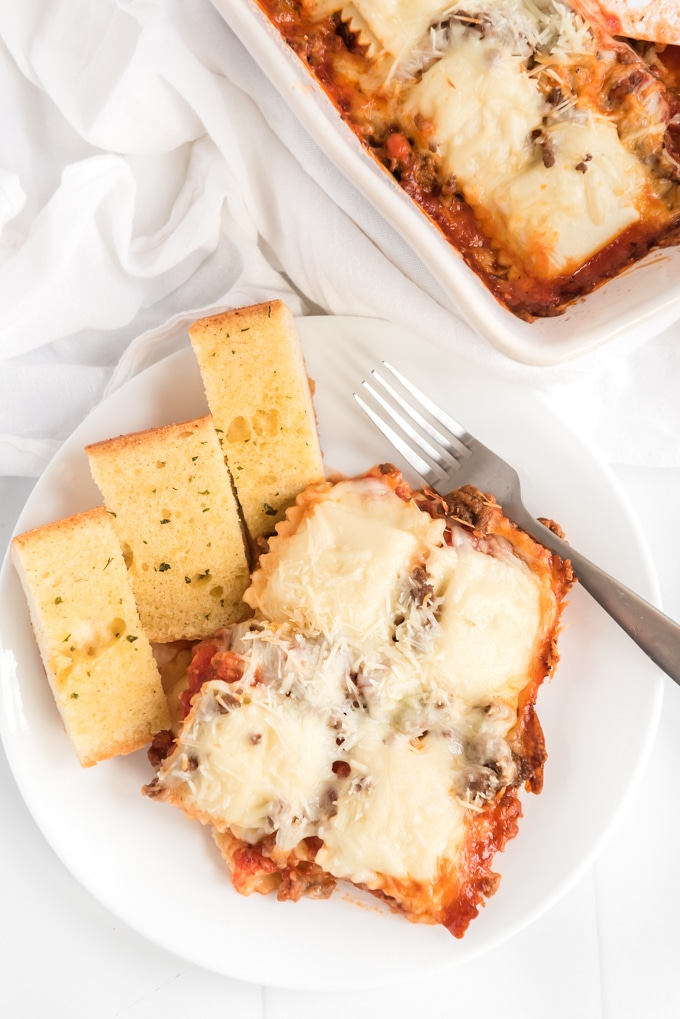 This baked ravioli recipe is the perfect easy weeknight dinner! Made with ground beef and frozen ravioli, you are sure to enjoy this dish. #easyrecipe #weeknightdinner