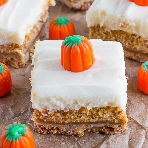 featured image of a pumpkin cheesecake bar closeup