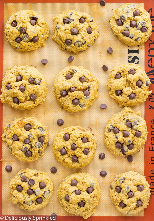 Baked cookies are placed on a baking sheet.